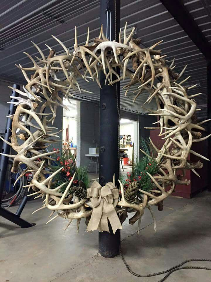 The 25 best antler wreath ideas on pinterest rustic for Antler decoration ideas
