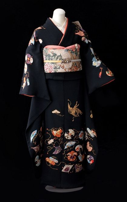 Yuzen-dyed silk kimono with embroidery highlights. About 1940-1960, Japan.