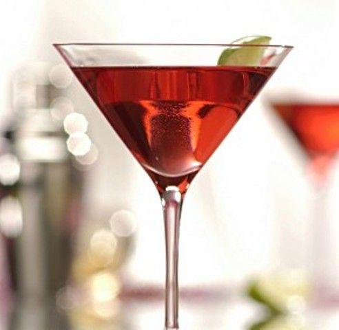 Διαβάστε τη συνταγή και πάμε μαζί να φτιάξουμε ένα από τα πιο διάσημα Cocktails, το Cosmopolitan.