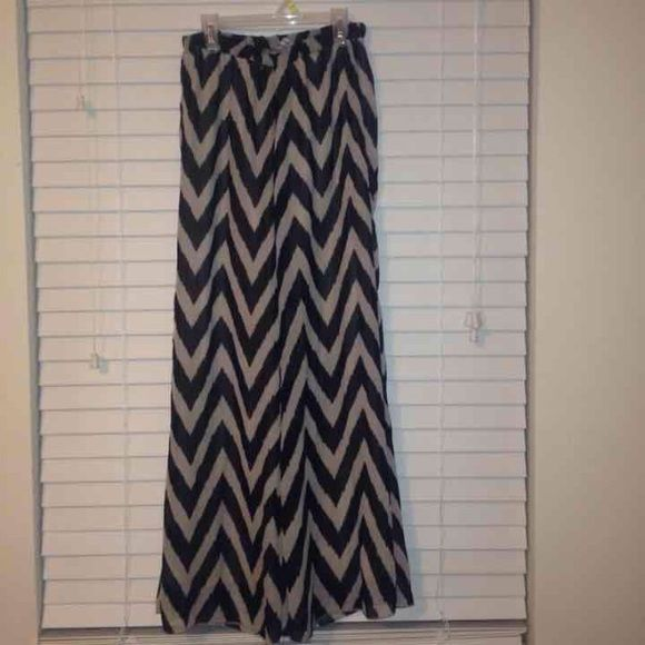 Chevron Pants Has a small hole on the elastic band but you can't see it while wearing them! Light tan color *not F21* Forever 21 Jeans Flare & Wide Leg