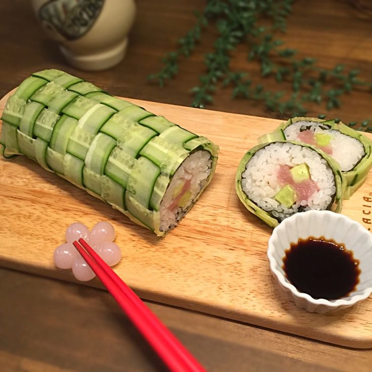 カオサン's dish photo きゅうりの編みこみ寿司 | http://snapdish.co #SnapDish #お寿司