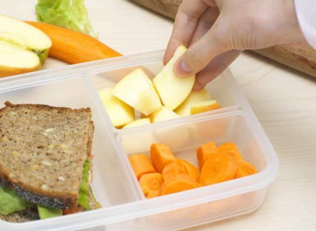 Préparez votre lunch box : Mangez sain et équilibré au boulot --> http://www.labonnecuisine.be/preparez-votre-lunch-box/