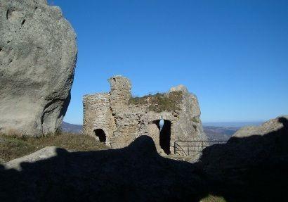 La fortezza di Pietrapertosa, in Basilicata. 40°31′00″N 16°04′00″E