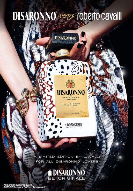 Desfile alcoólico (porque é fim-de-semana) #kissandtell #tendencia  #booze #fashion #loveit #disaronno #robertocavalli