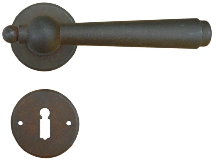 Art.2901. Traditional door handle. This handle is available sprung or unsprung and in 13 different finishes. We can supply with different key holes type and distance and for WC. Art.2901 Maniglia in ferro battuto Galbusera