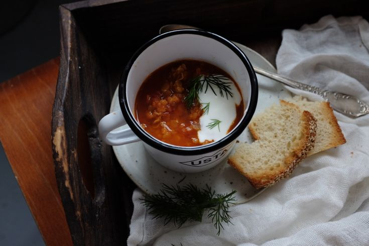 Zupa soczewicowo-pomidorowa z kminem, cynamonem i jogurtem – White Plate
