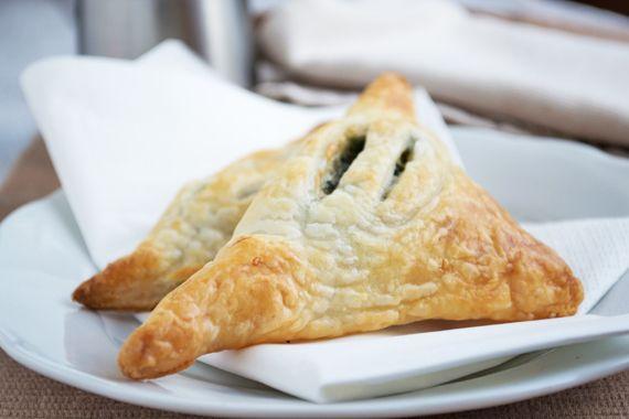 #Spinattaschen schmecken als Snack, aber auch als Beilage zu Fischgerichte. Ein Rezept für viele Gäste. #spinach #recipe #cook #eat
