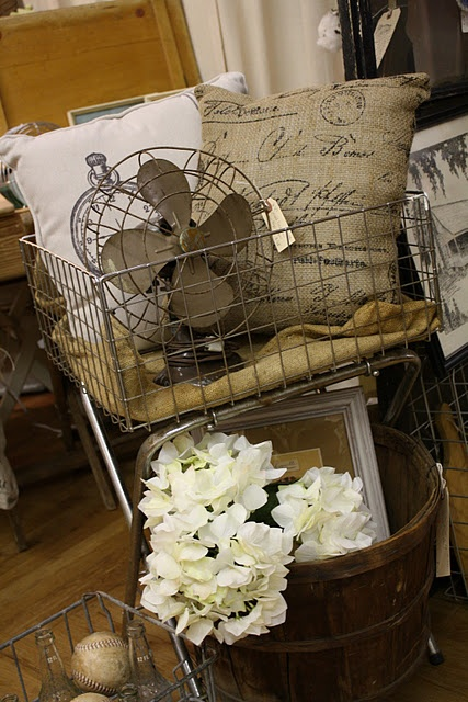 Don't you love this? I do. (Check out Linda's blog for more pics of her space linda-coastalcharm.blogspot.com )