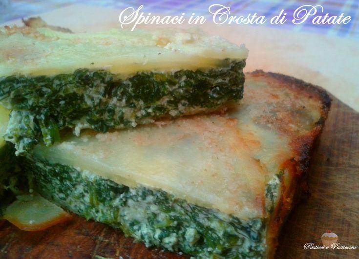 Spinaci in Crosta di Patate, un goloso scrigno di patate ripieno di spinaci, un tortino salato, gustoso e facile, senza dover impastare e senza glutine.