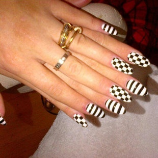 Rita Ora's Nails inspired by Gwen Stefani #nails #beauty