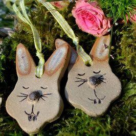 Zwei Hasenköpfchen -- handgemacht aus Keramik