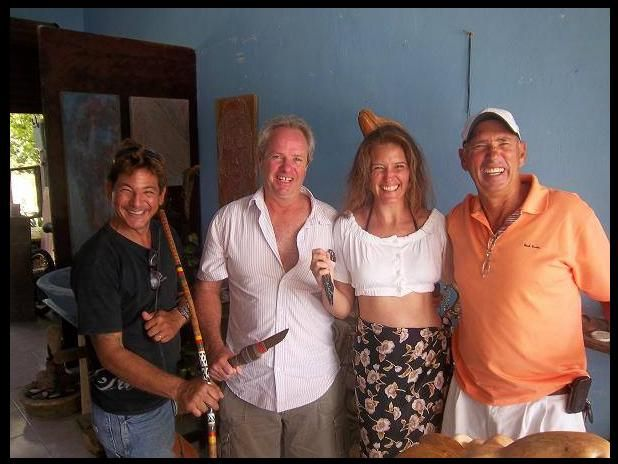 "Jorge 'Chino' Loria (Phantom Divers), Armando Gasse, Patty Aguirre (México Natural), & 'Beto' Friscione (Sólo Buceo) .   ""Defender Warriors of the Sea. On the attack!!""."