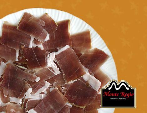 A media mañana siempre apetece: delicioso plato de jamón serrano #MonteRegio ¿te apetece probar?