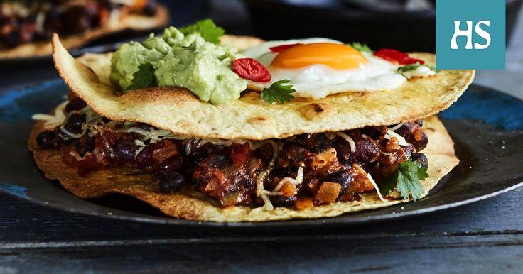 Meksikolaiset aamiaistortillat on täyttävä kasvisruoka. Paahdetulle tortillalle lusikoidaan mausteista papumuhennosta, joka päällystetään juustoraasteella ja toisella tortillalla.