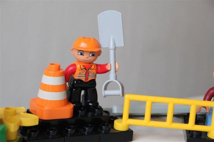 LEGO DUPLO polisbil, brandbil, ambulans, gubbar, bilar, traktor, jeep på