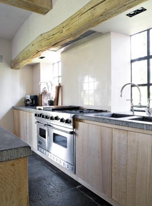 keuken hout style, zijn tegels levendiger dan strakke betonvloer?