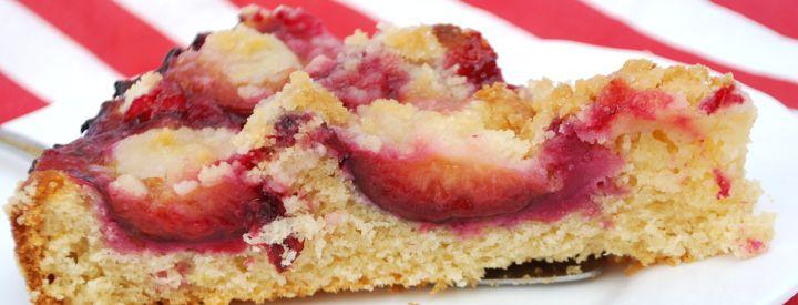 Kynutý koláč se švestkami