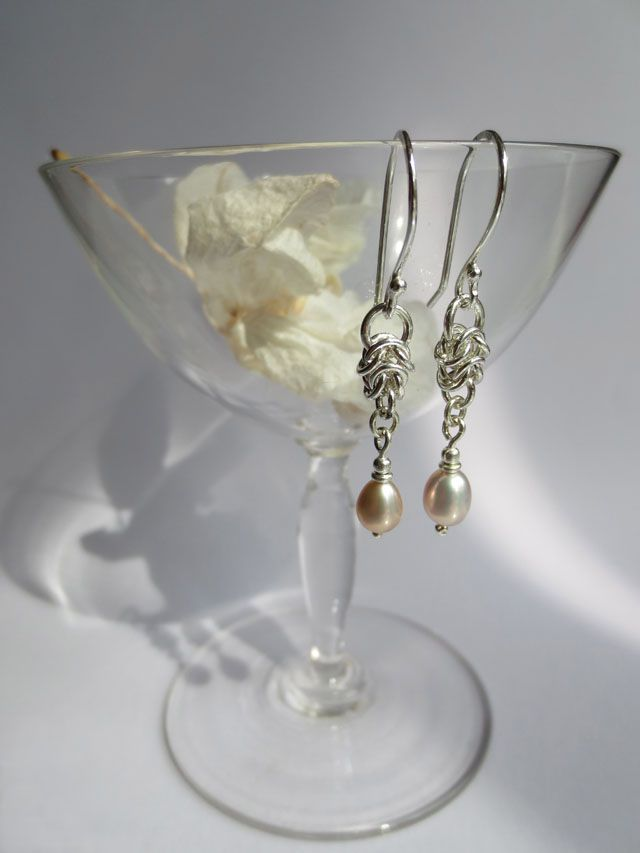 Champagne, myt dear? Earrings with sweetwater pearls.