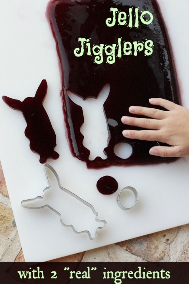 homemade jello jigglers recipe via SuperGlueMom.com - uses 2 real ingredients!
