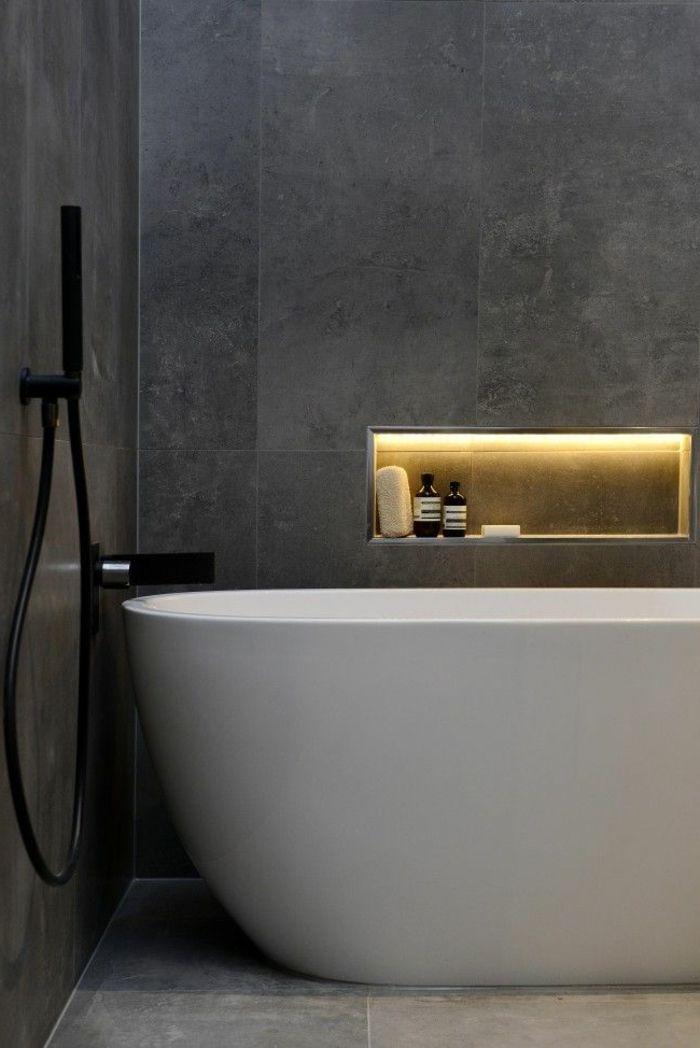 coole interessante schwarz und weiß  fotografie  - badezimmer mit schöner beleuchtung