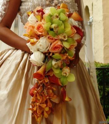 Coloratissimo #bouquet a cascata di calle e rose ... per una sposa estrosa!