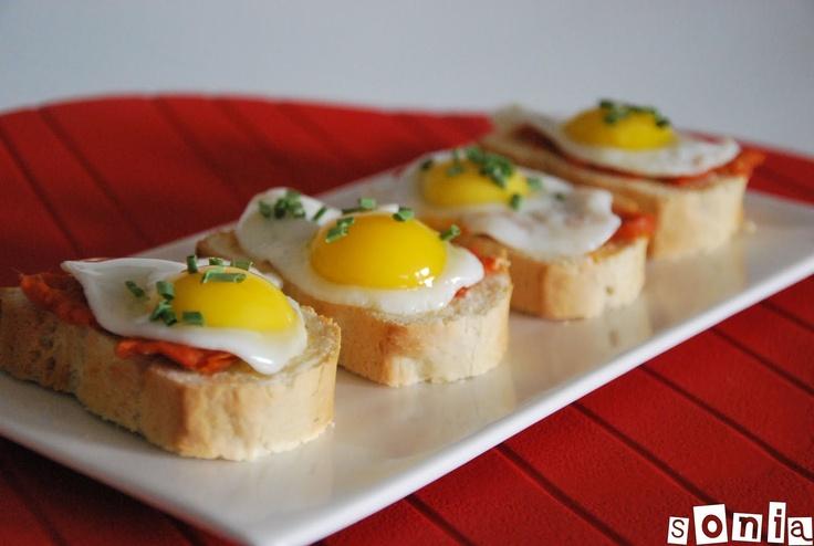 Montadito de sobrasada y huevo de codorniz | L'Exquisit
