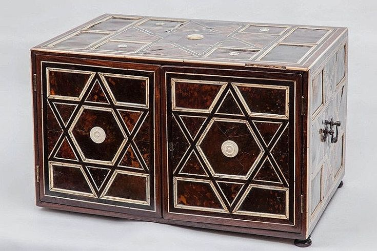 India, Indo-Portuguese art, 17th century. Teak wood, tortoishell, ivory, metal. A fine rectangular-section wooden cabinet, with two shutters and several small internal drawers.