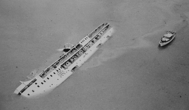 颱風(三):1971年8月16日,兇猛風姐露絲(Rose)突然改變路線,𨍭向正面吹襲,懸掛十號風球。強風暴雨下,一個電力站爆炸起火,九龍一半以上地區在黑暗中渡過。行駛港澳的客輪「佛山號」,停止載客,船上只有船員,客輪駛往昂船洲附近避風,拋錨下碇,卻遇上露絲吹襲,暴風吹斷錨鏈,船隨海漂流,在汲水門海面與另一艘遠洋輪船相撞,跟著翻沉,88人死亡,4人拼命游上礁石獲救,是戰後死亡人數最多的海難。