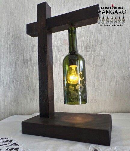 #creacionesHANGARO   #Lampara de mesa con #Botella color verde con grabado en el…
