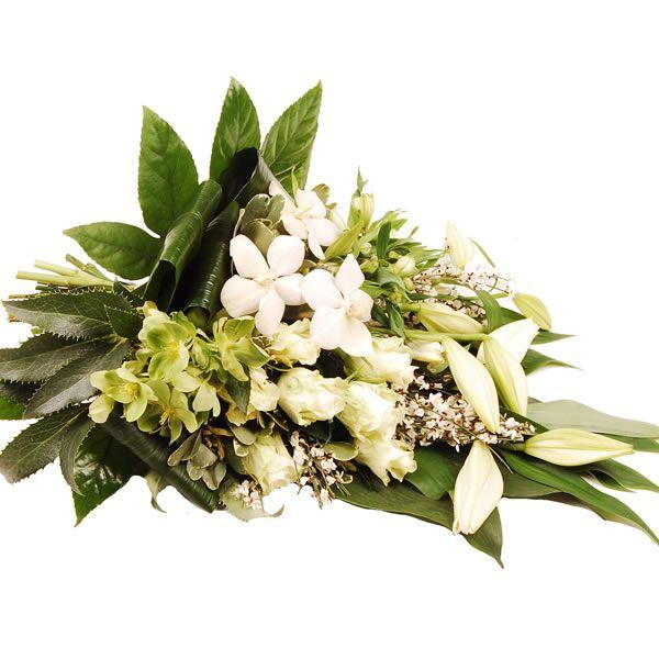 Prachtig wit rouwboeket met Orchideen. Het boeket is handgebonden om neer te leggen.   Bestaat uit: helleborus, rozen, lelie, orchidee en div. groensoorten