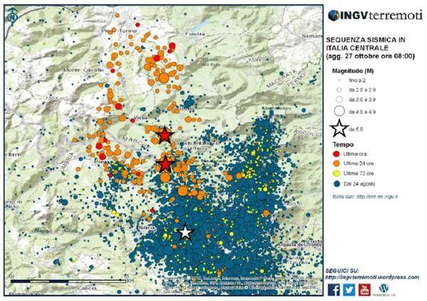 Mappa della sequenza sismica dal 24 agosto 2016 al 26 ottobre 2016 (ore 20.20). Le stelle bianche sono i due eventi di magnitudo 6.0 e 5.4 del 24/8, quelle rosse sono i terremoti del 26/10 (fonte: INGV)