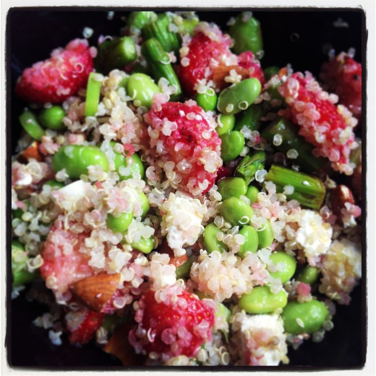 Quinoasalad with feta, edamame beans, spring onion, strawberries and almonds