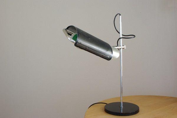 Eyeshade Desk Lamp George Nelson - album. ミッドセンチュリーのデザインを中心に生活が楽しくなるテーブルウェアやインテリア雑貨を扱うセレクトショップ。Eames(イームズ)、Adam Silverman(アダム・シルバーマン)、Peter Shire(ピーター・シャイヤー)、Heath Ceramics(ヒースセラミックス)など。