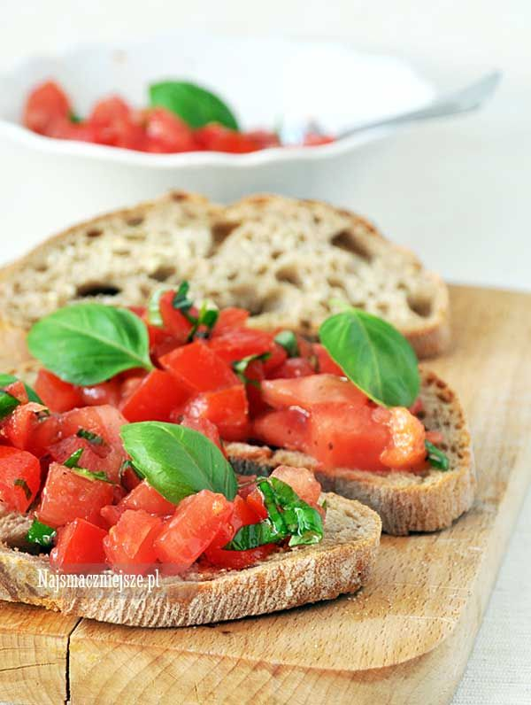 Bruschetta z pomidorami i bazylią, Bruschetta, pomidory, bazylia, kanapka z pomidorami, najsmaczniejsze.pl, pomidory z bazylią