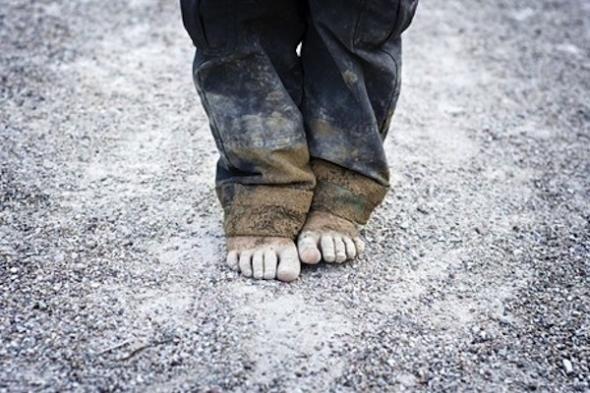 Σοκ στην Πάτρα  Εγκατέλειψαν τρία κοριτσάκια στο δρόμο