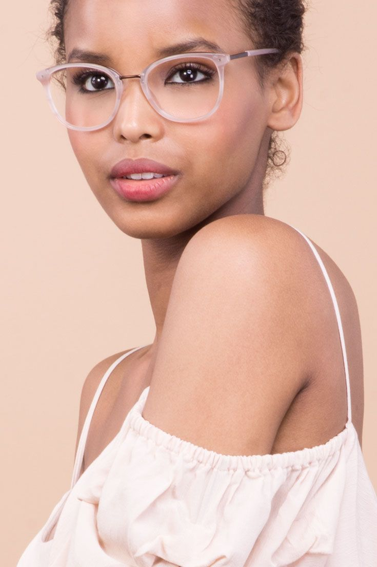 Your classic shape, but with a stylish twist. The Ella frame was created with fashion blogger Emilie Luciano