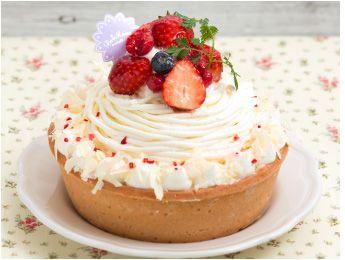 White Rare Cheese Mont Blancホワイトレアチーズモンブラン  Blueberry + strawberry + cream cheese + raspberry tart custard. Decorated Mont Blanc style. カスタードのタルトに甘酸っぱいフランボワーズをしのばせて、モンブラン風に仕上げたレアチーズクリームといちごやブルーベリーを飾りました。*** La Maison - 〒160-0022 東京都新宿区新宿3-38-2 ルミネ新宿 ルミネ2 5F