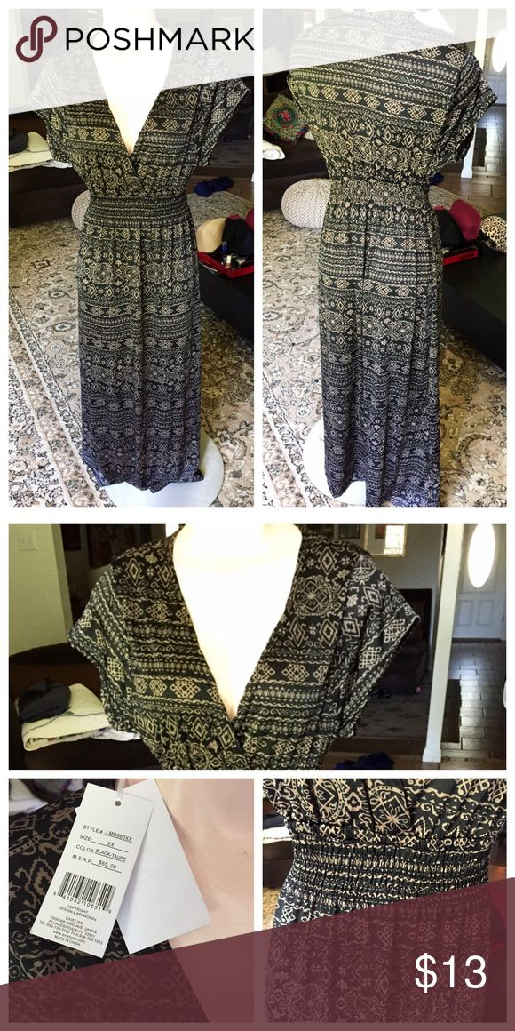 Black and gold maxi dress Black and gold pattern v-neck maxi. Never worn, NWT. Exist USA Dresses Maxi