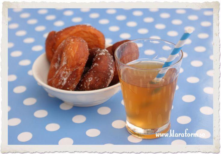 Recept på Sima (Från Tasteline.se)    8 liter vatten  500 g farinsocker  500 g strösocker  2 stora apelsiner  2 stora citroner  2 ärtstora bitar färsk jäst