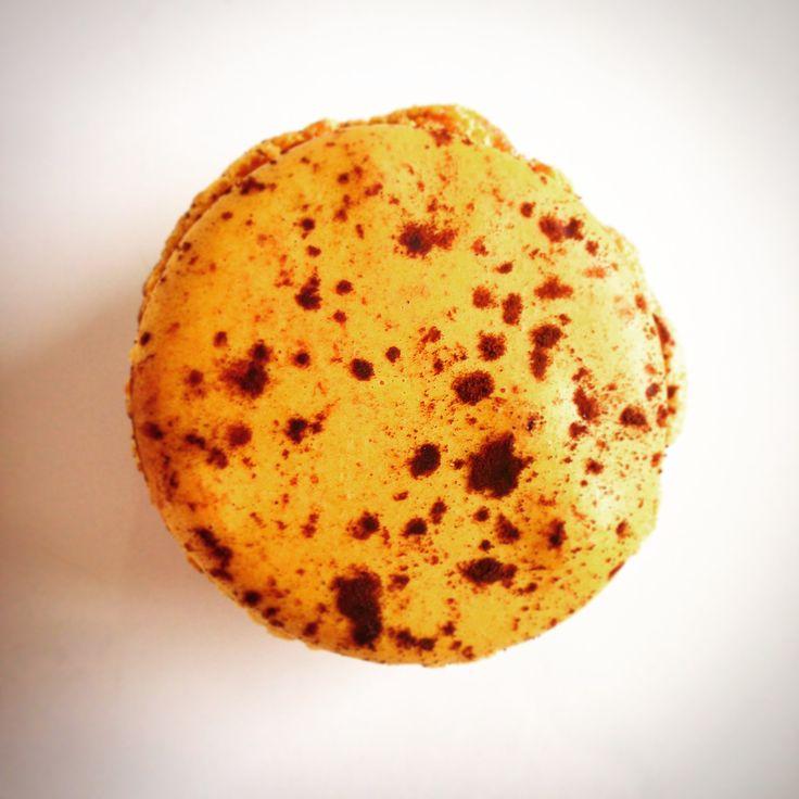Macaron Mogador - fruit de la passion, chocolat - Pierre Hermé - Paris