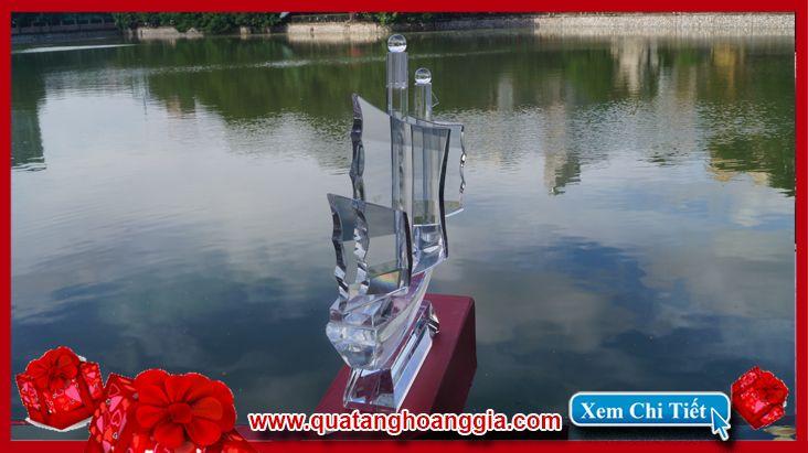 Kỷ niệm chương pha lê hình thuyền buồm
