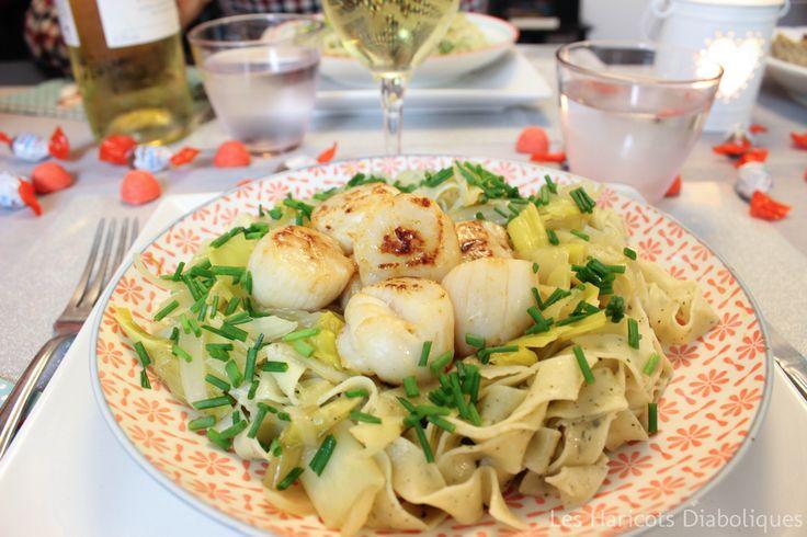 Tagliatelles au basilic, fondue de poireaux au curry, Saint-Jacques poêlées