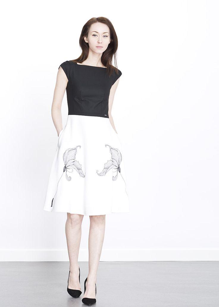 Czarno-biała sukienka z florystycznym haftem MAKALU