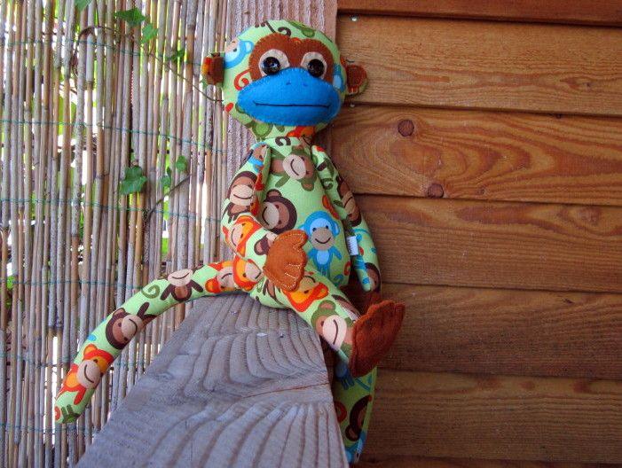 aapje van aapjesstof, Robert Kaufman, met vilten handjes en voetjes