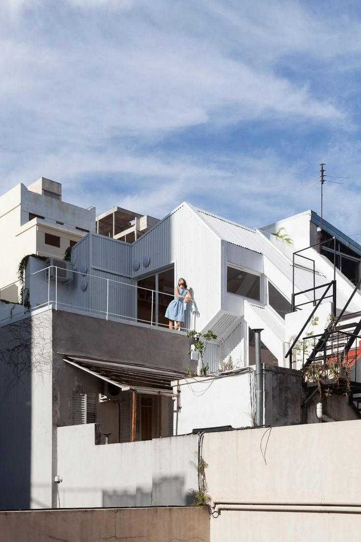 CCPM Arquitectos slots skinny corrugated-metal home into dense Buenos Aires neighbourhood