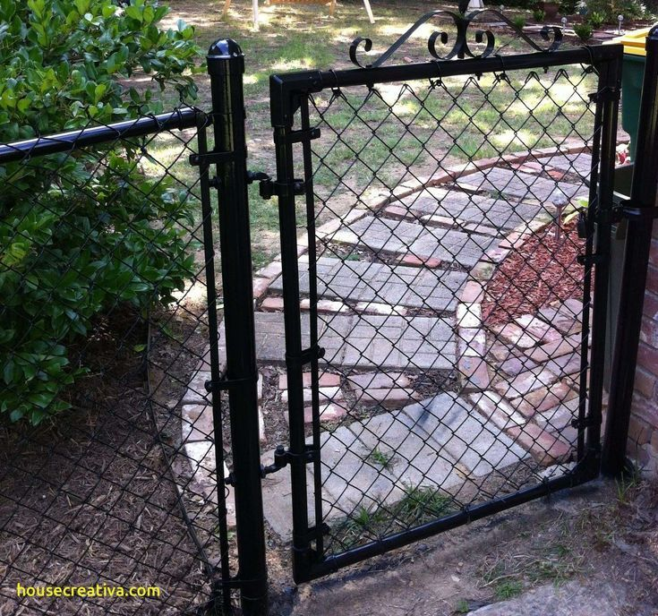 Luxury Chain Link Fence Covering Ideas Homedecoration Homedecorations Homedec Design Design Painted Chain Link Fence Chain Link Fence Chain Link Fence Gate