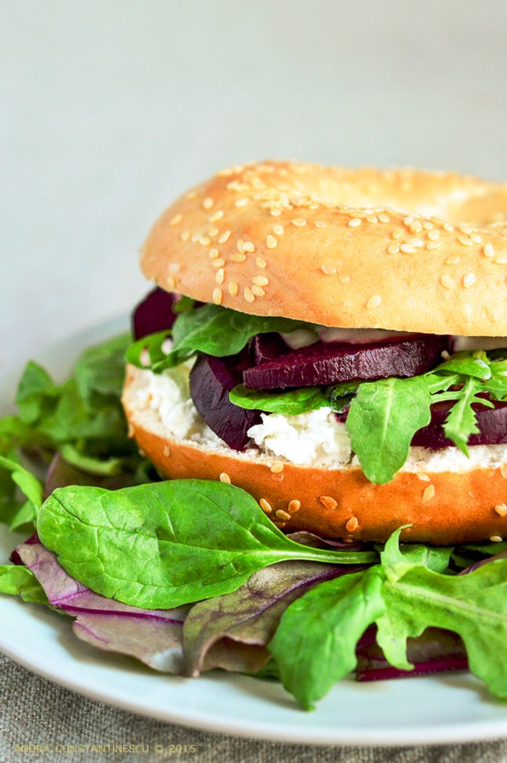 Bagls with grilled beetroot, goat cheese and horseradish sauce