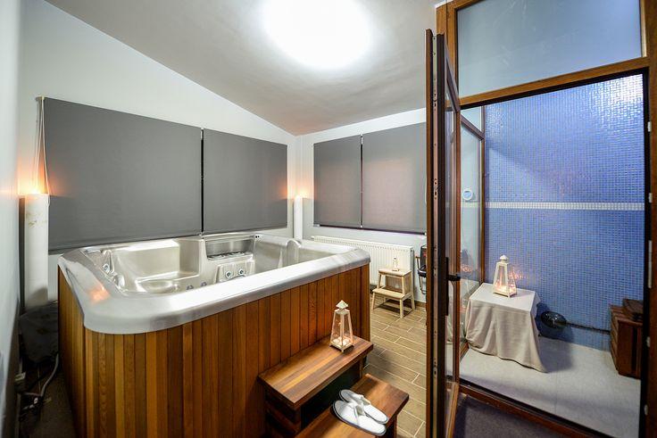 Μπάνιο με υδρομασάζ και δυνατότητα φυσικού φωτισμού. #realestate #efimesitiko #evros