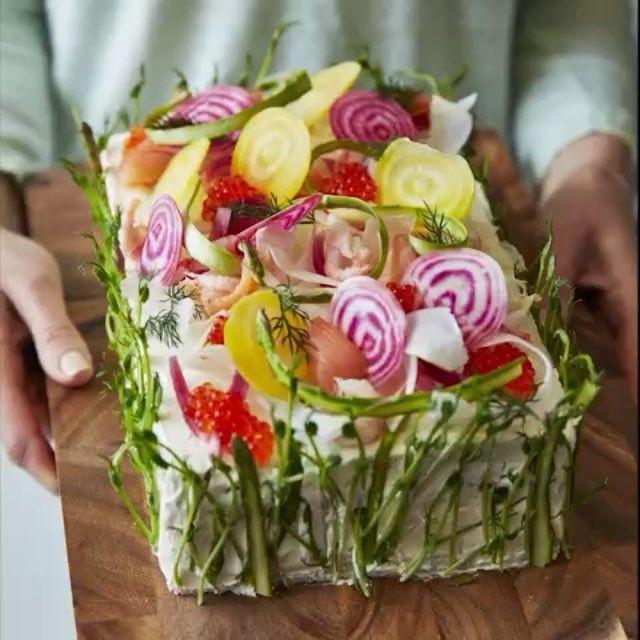 Valborg, examensfester, dop eller till midsommar kanske? Här är vårens godaste smörgåstårta. Tack @tidningenbuffe för ljuvligt recept och video!