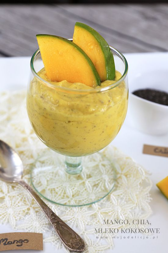 Drukuj przepis Pyszny deser, zdrowy i pożywny. Słodziutkie i dojrzałe mango zmiksowane z mlekiem kokosowym. Do tego łyżeczka nasion Chia, których popularność w Polsce rośnie z dnia na dzień. Nasiona Chia sa bowiem bogatym źródłem błonnika, białka, kwasów Omega 3 i 6 w optymalnych proporcjach. Zawierają również mnóstwo witamin i przeciwutleniaczy. Dzienna dawka nasion Chia to jedna łyżka. (1-2 porcje)  Obrane mango i pokrojone w kawałki wrzucić do blendera, dodać mleko kokosowe oraz nasiona…